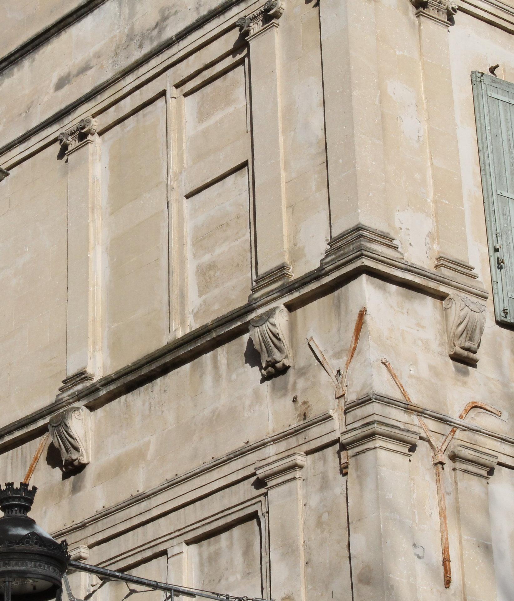 Sale Building - Arles