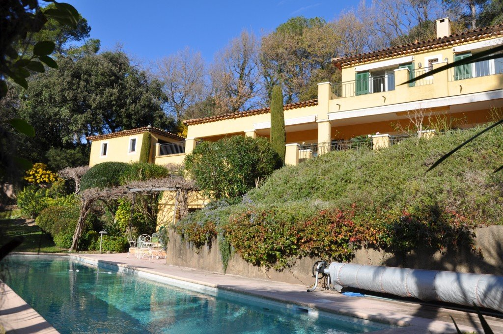 Beautiful villa on the golf course with panoramic views, Mougins