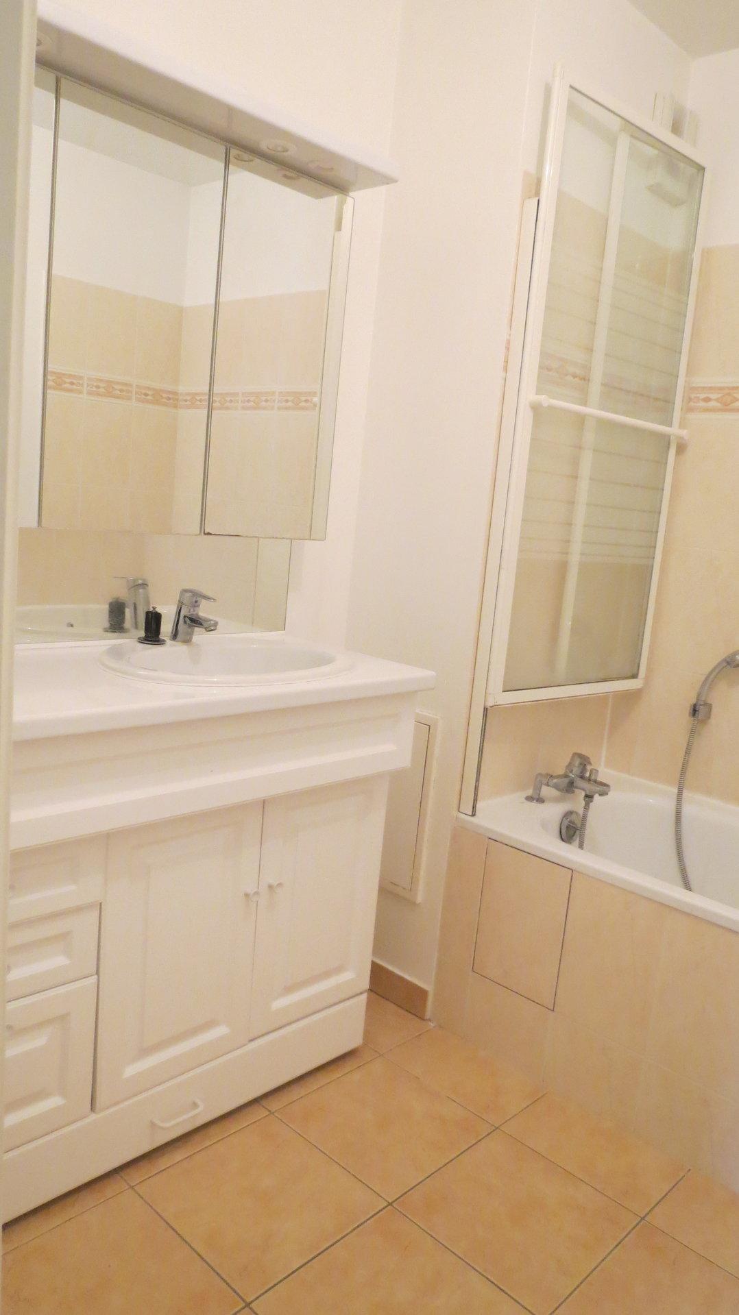 Appartement 2 pièces de 47 m² avec terrasse et jardin de 24 m²