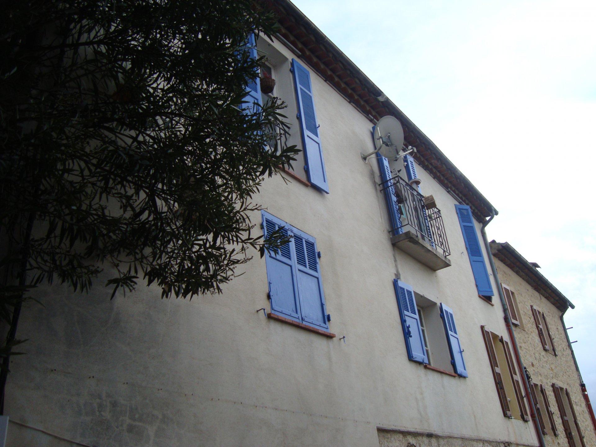 Fayence maison de village avec vue panoramique .