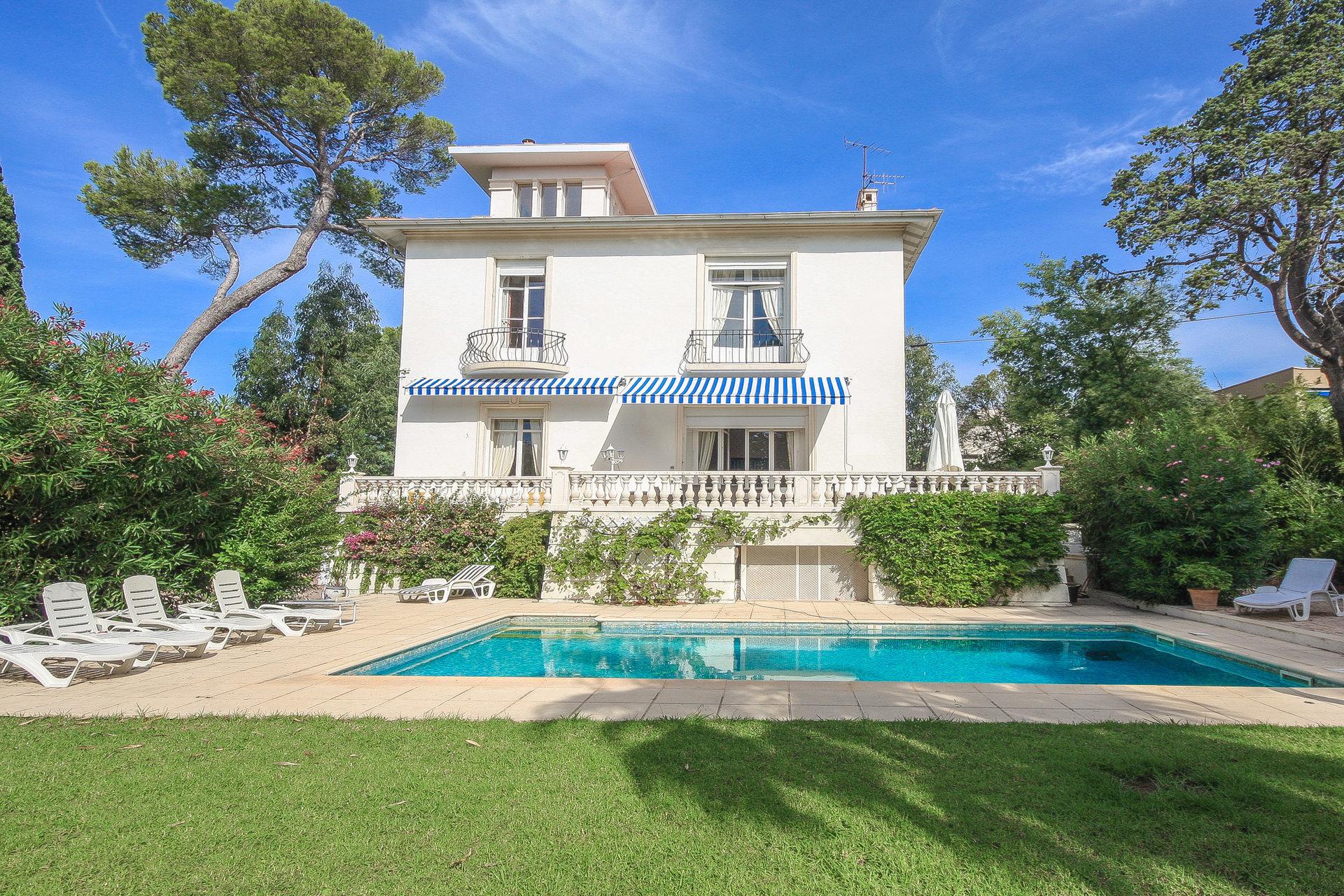 Villa de maître près de la mer à Saint-Raphaël