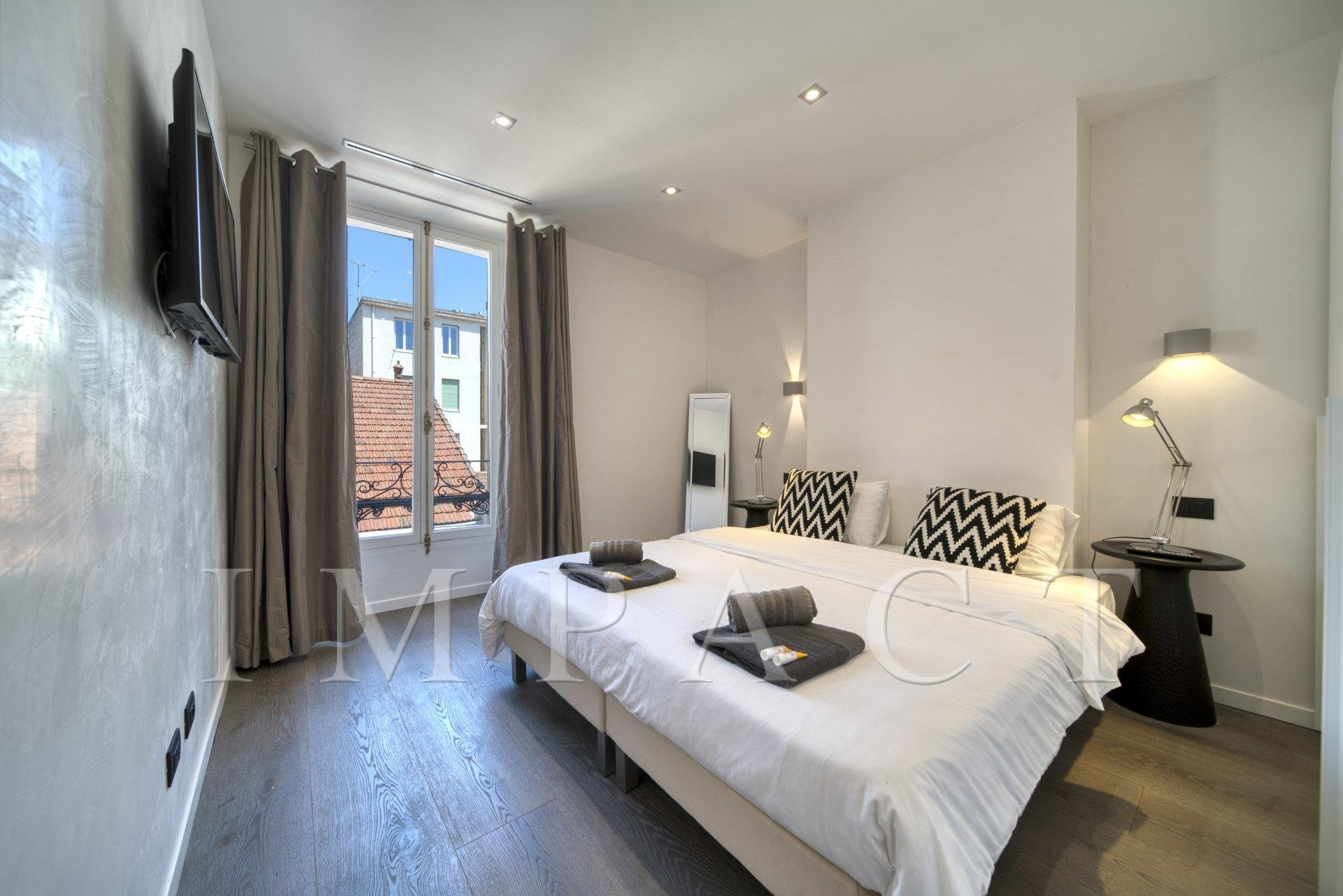 Modern and renovated 4 bedrooms apartment to rent, in Cannes, city center.