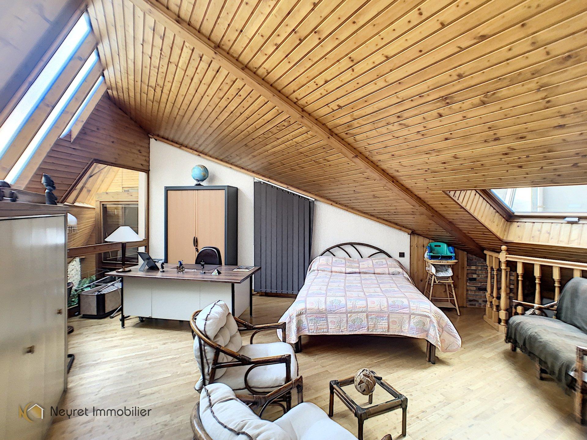 PROX. HOTEL DE VILLE IMMEUBLE DE 675 M²