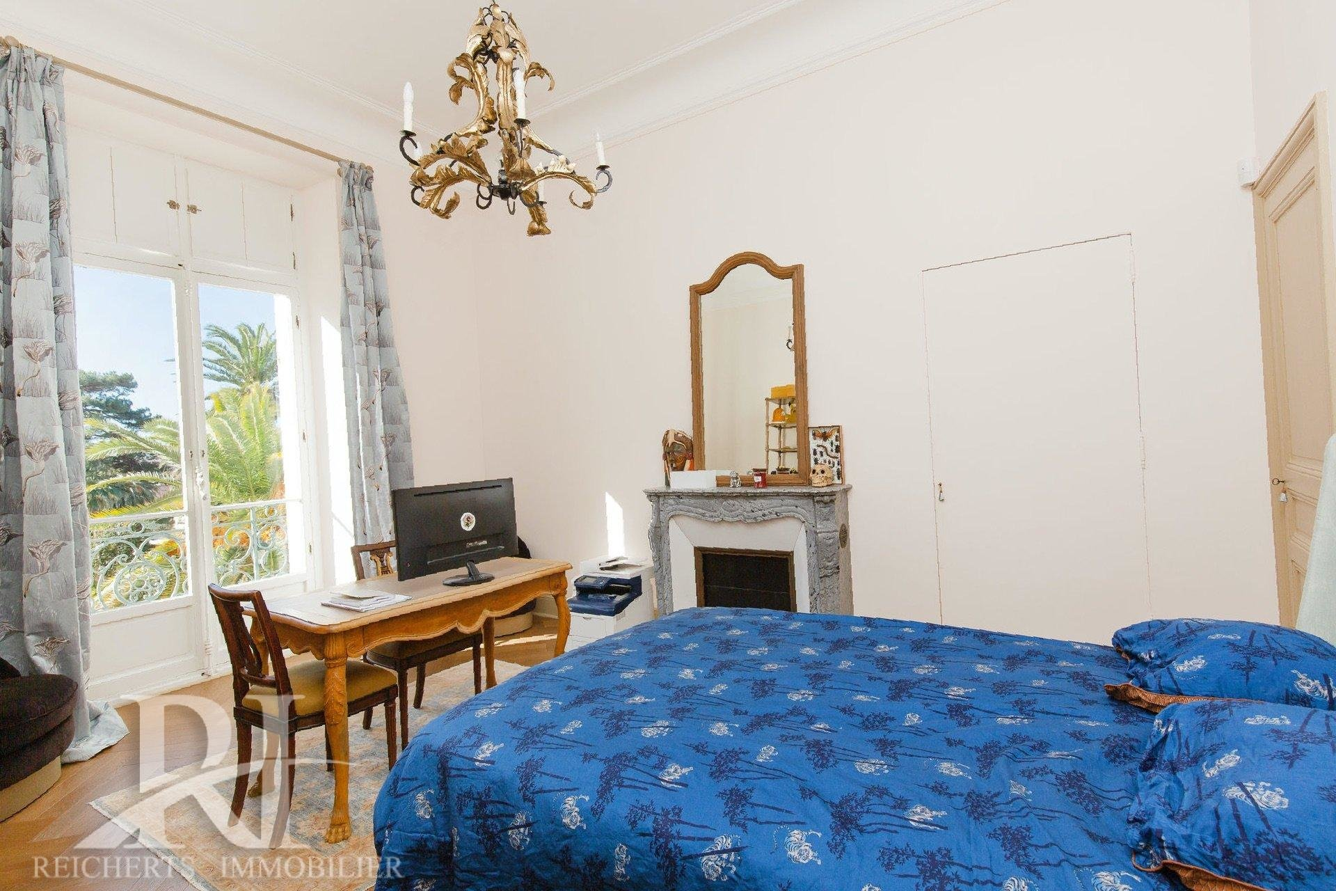 Beautiful 4 bedroom apartment 200 sqm walking distance to beaches in Cannes