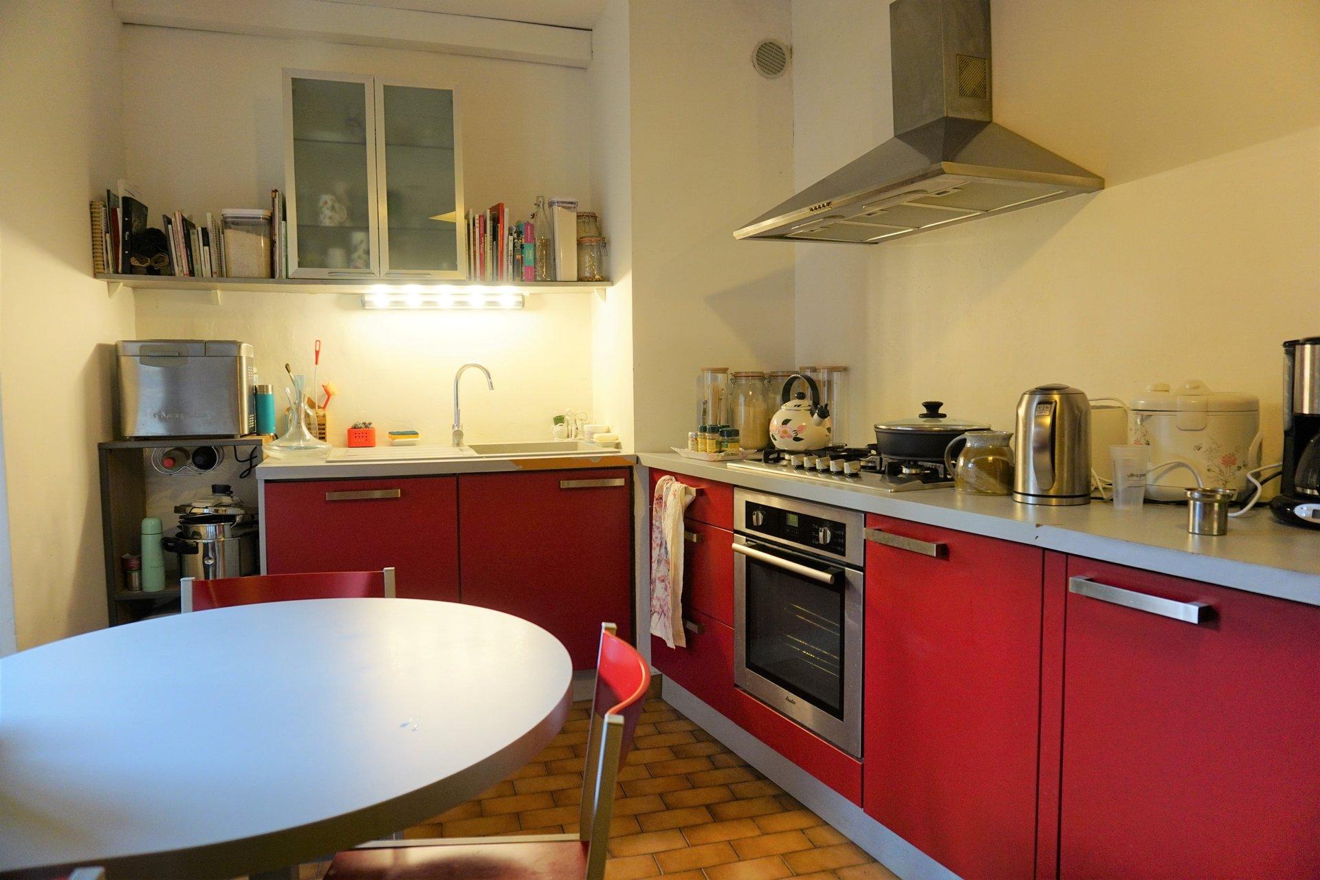 Jolie cuisine avec petit balcon