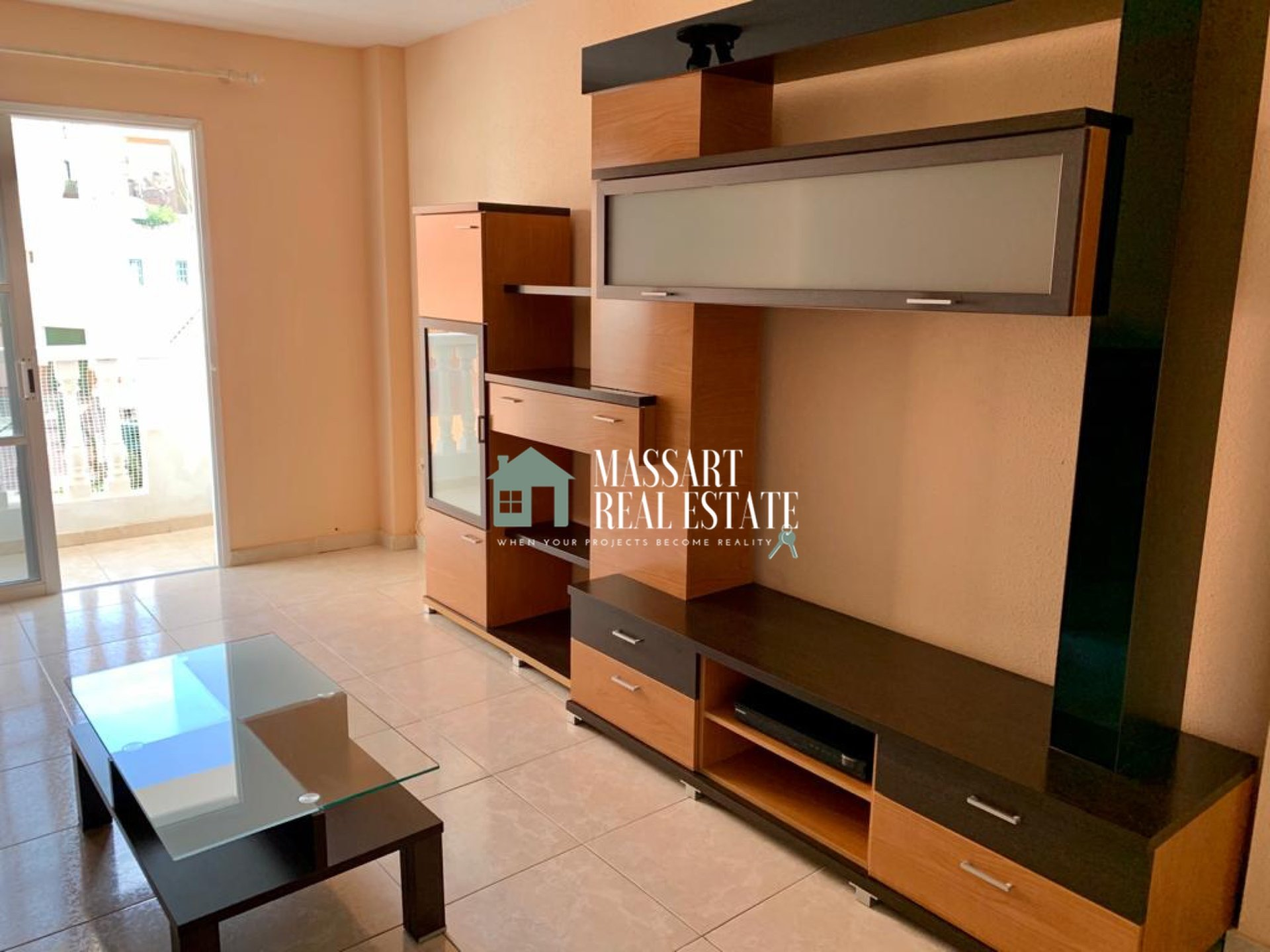 For sale in the center of Adeje (Plaza César Manrique), 75 m2 apartment in very good condition located on a second floor.