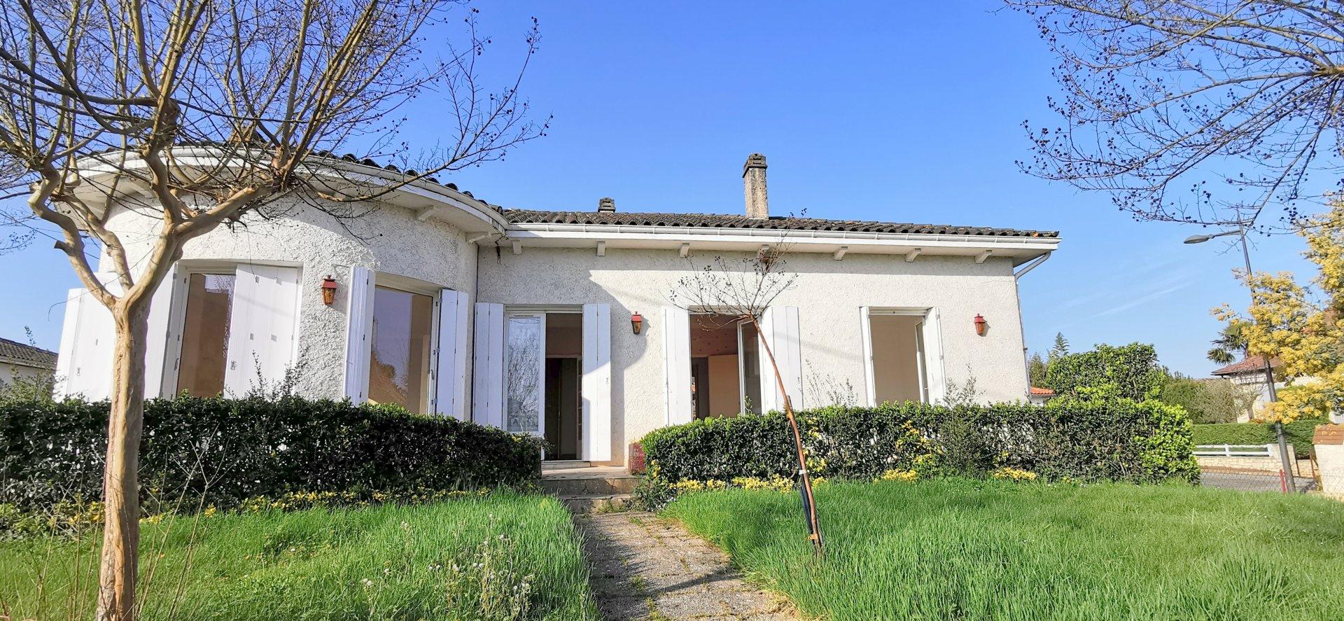Maison avec rotonde sur jardin