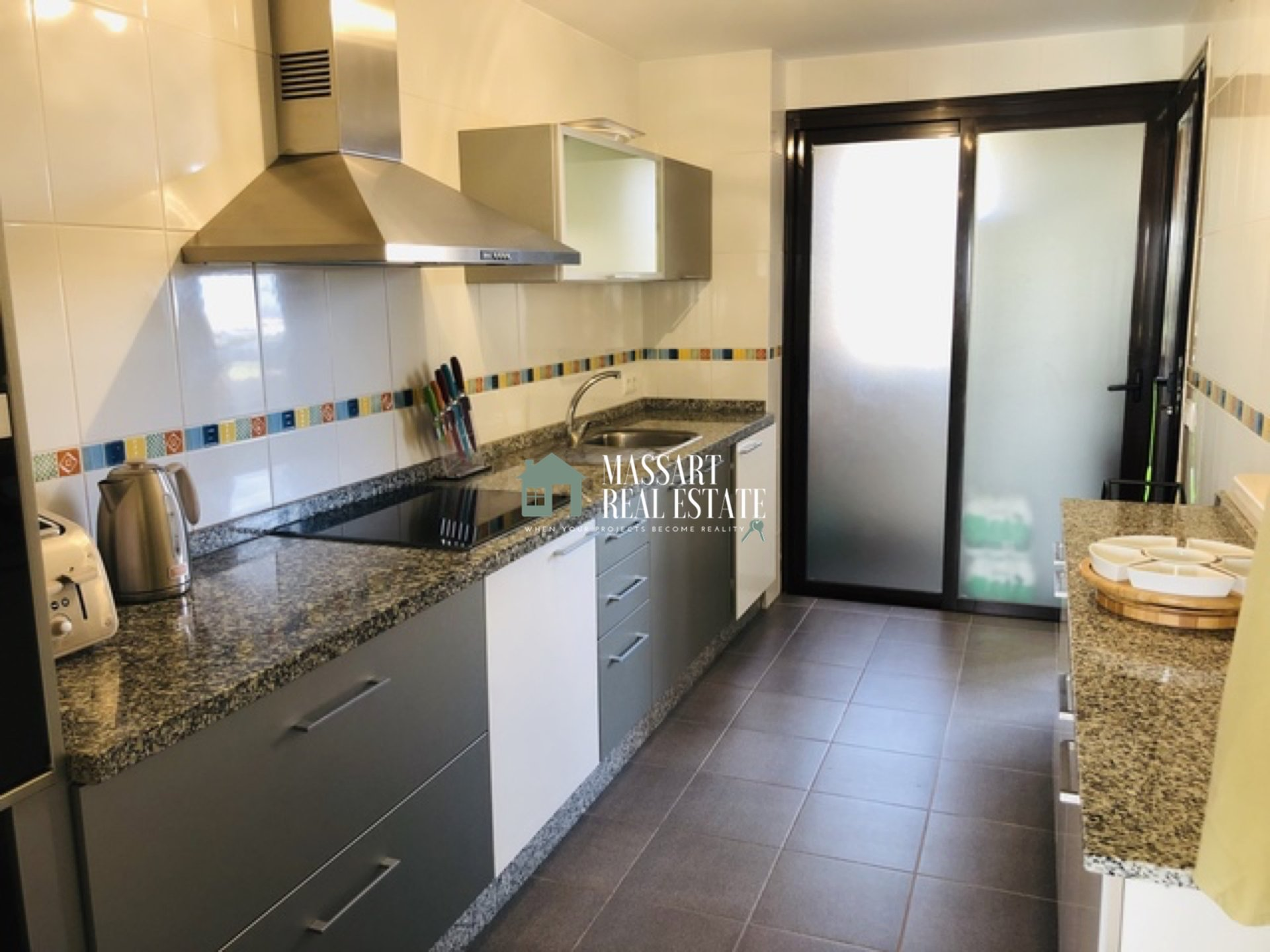 For sale in the exclusive area of Amarilla Golf, in the Palm Gardens residential complex, a luxury apartment equipped with quality furniture.