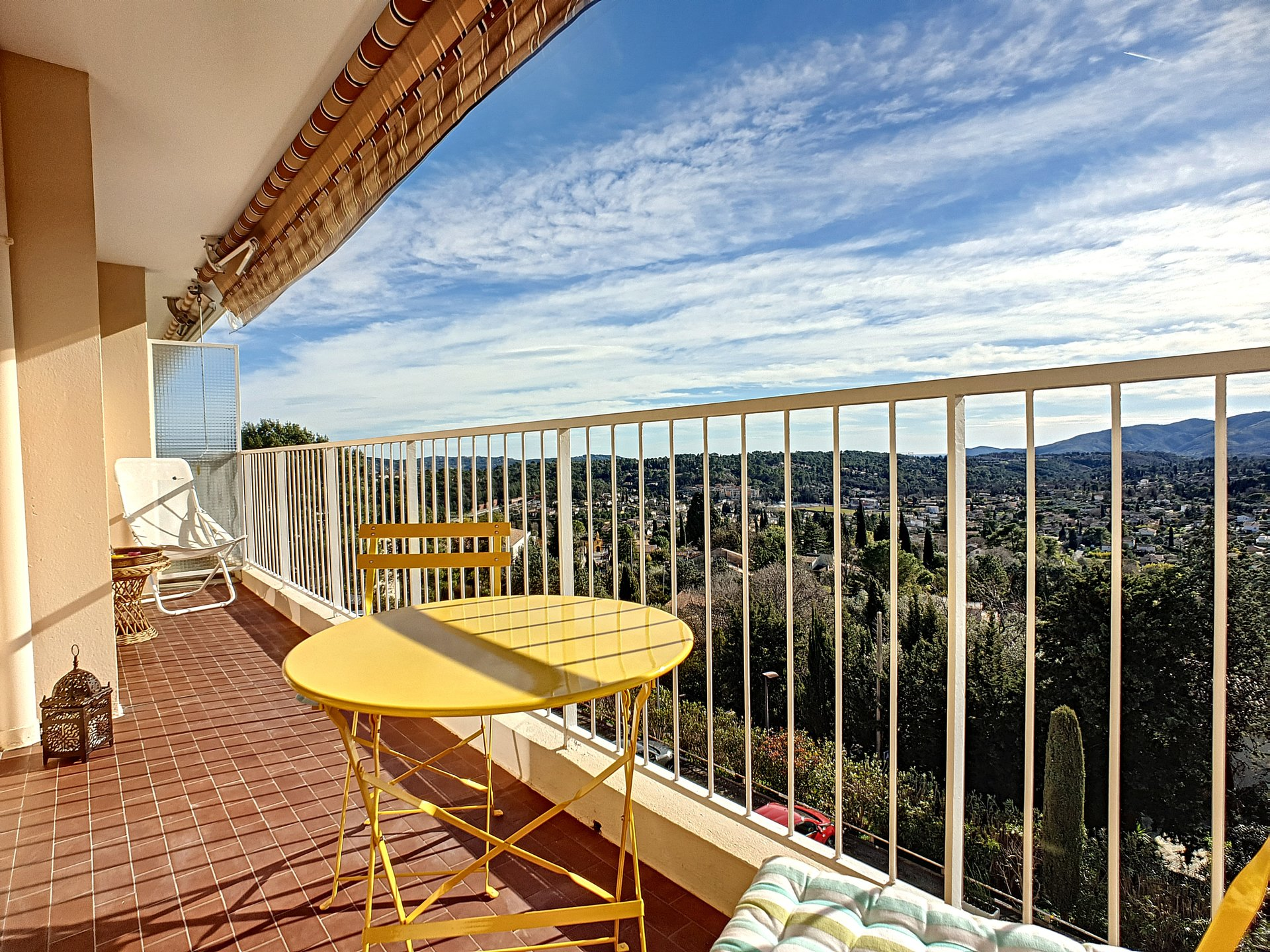 Vente bel appartement 2P à Grasse, vue panoramique