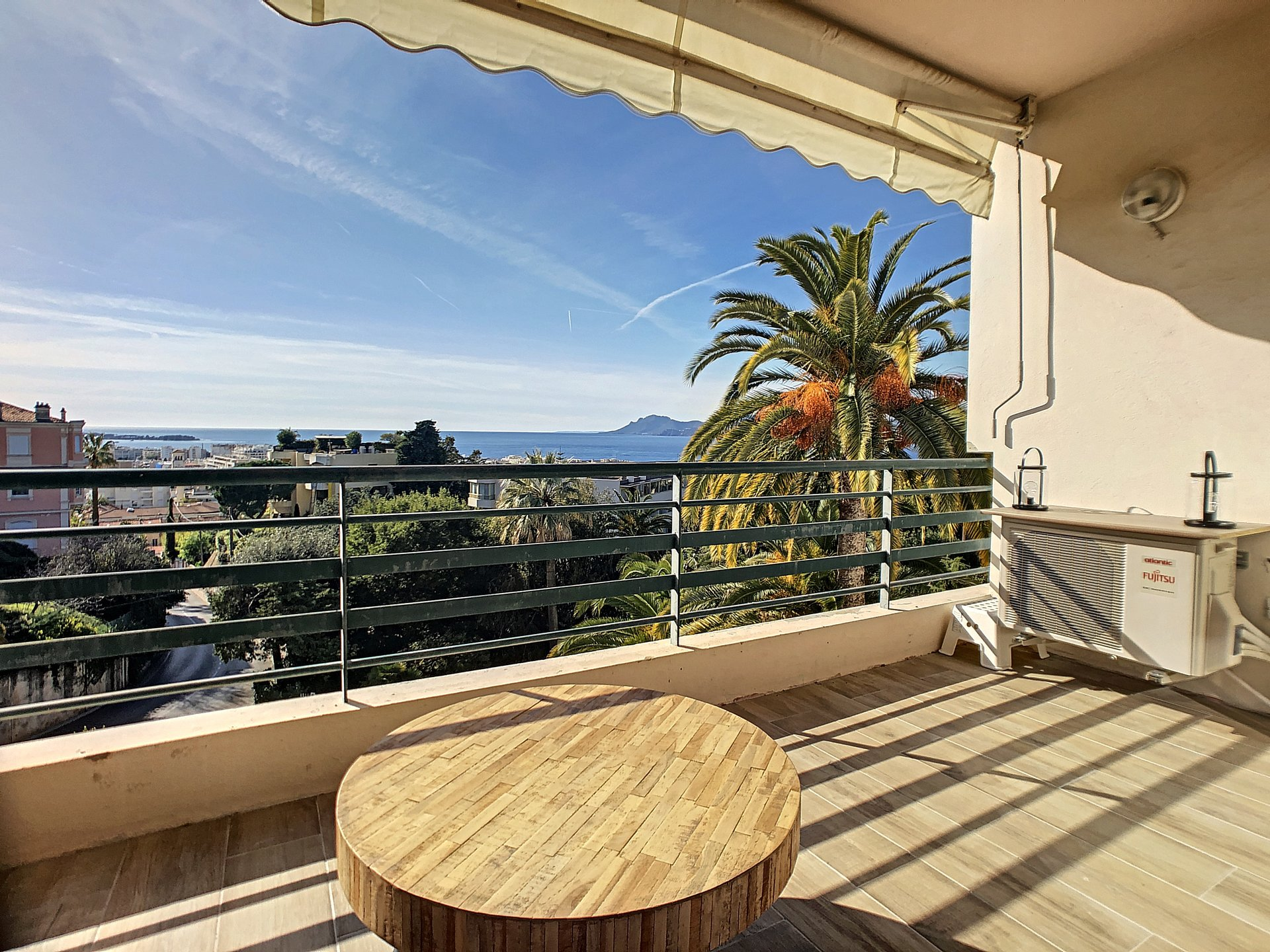 CANNES - Californie Superb 2 P of 48m² with sea view terrace facing south, parking