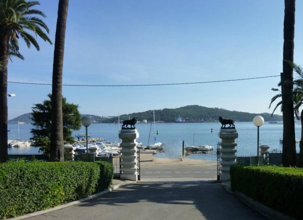 Sale Carpark - La Seyne-sur-Mer Tamaris