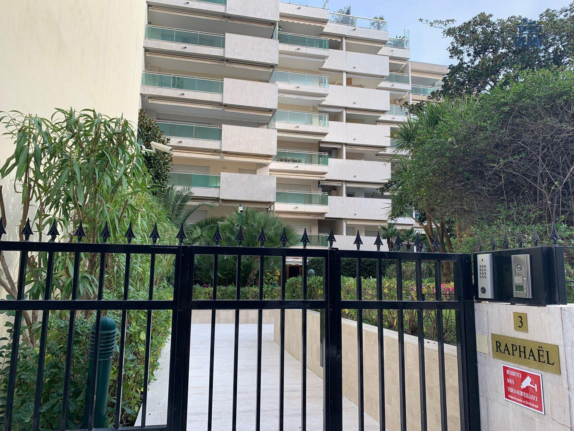 Facade, le Raphael, Cannes, Croisette, French Riviera, Seasonal rental
