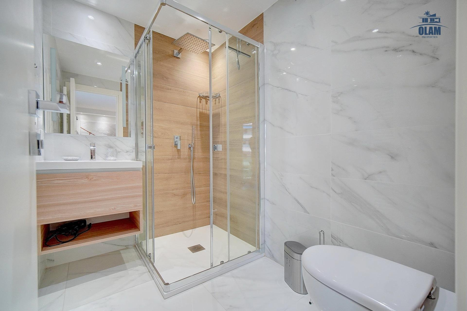 Shower room, toilet, Cannes, Croisette, French Riviera