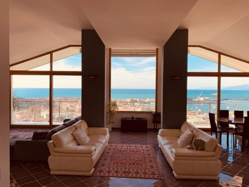 Penthouse with sea views