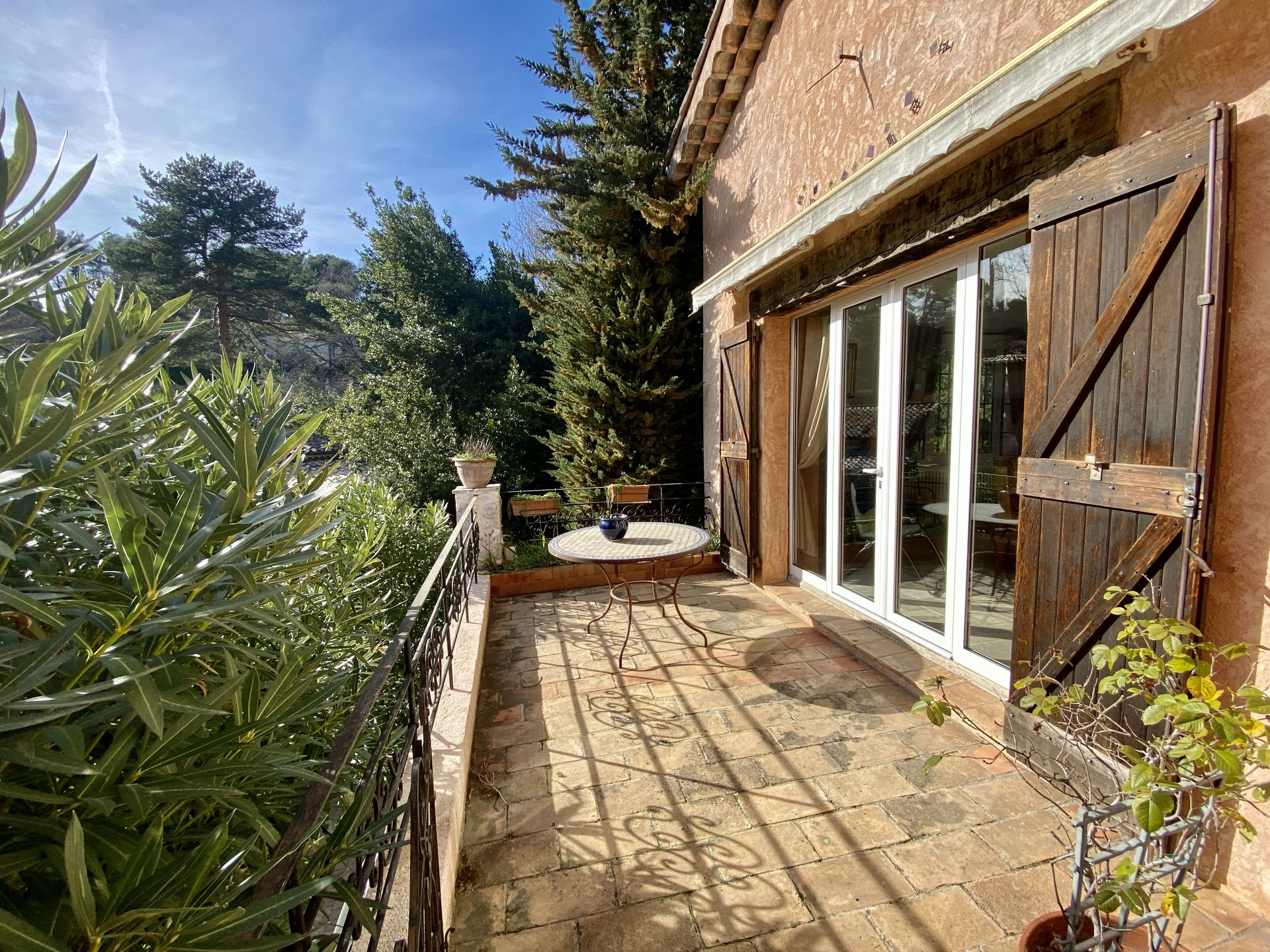 Saint Paul de Vence, house located in a residential and sought-after area, in a quiet area of 220 M2 on a flat plot of 1500m2