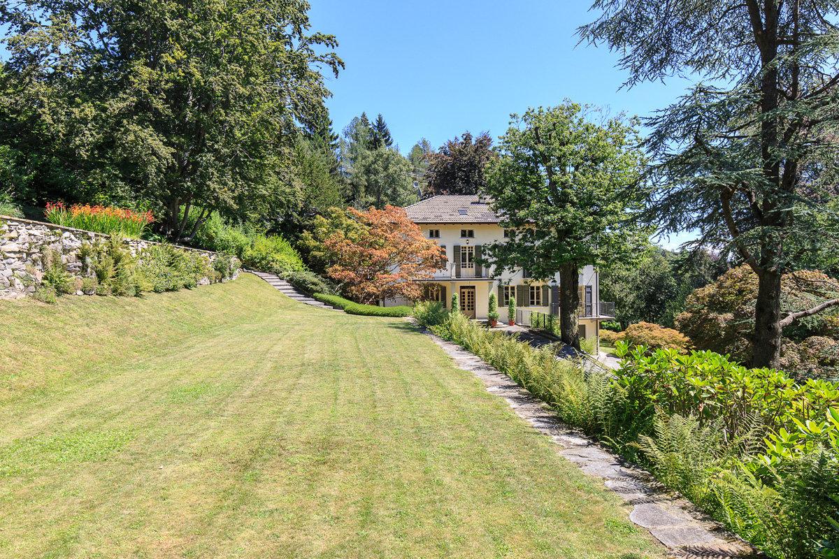 Premeno, period villa for sale on the lake - vill with garden