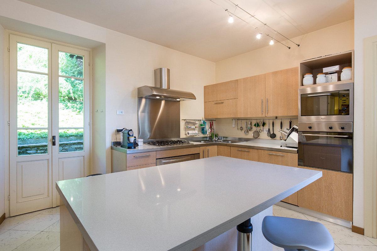 Premeno, period villa for sale on the lake - kitchen