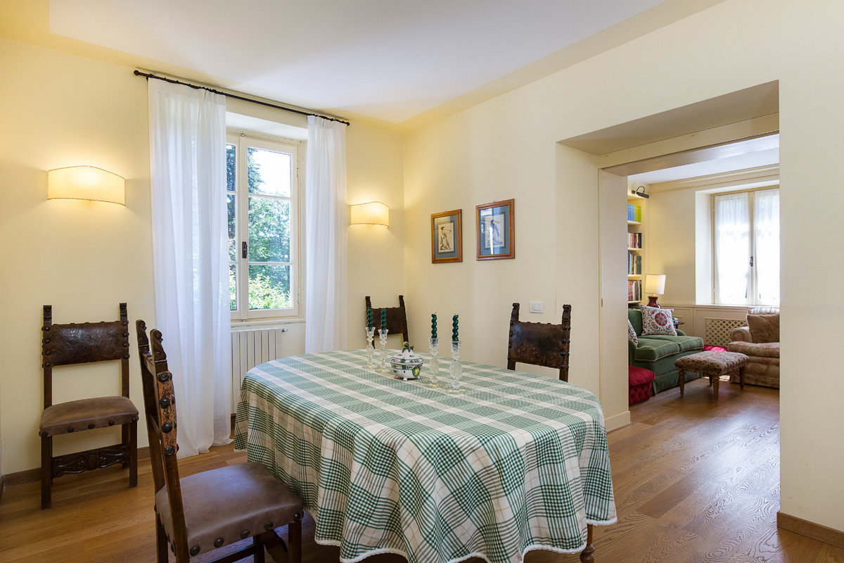 Premeno, period villa for sale on the lake - dining room