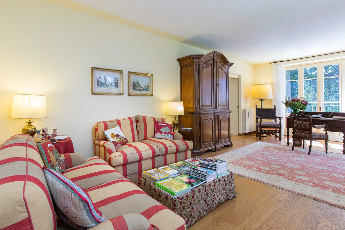 Premeno, period villa for sale on the lake - living room