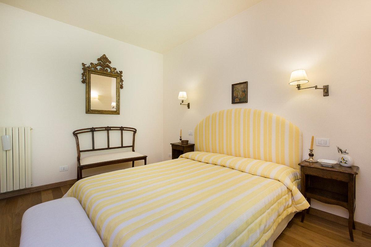 Premeno, period villa for sale on the lake - guest room