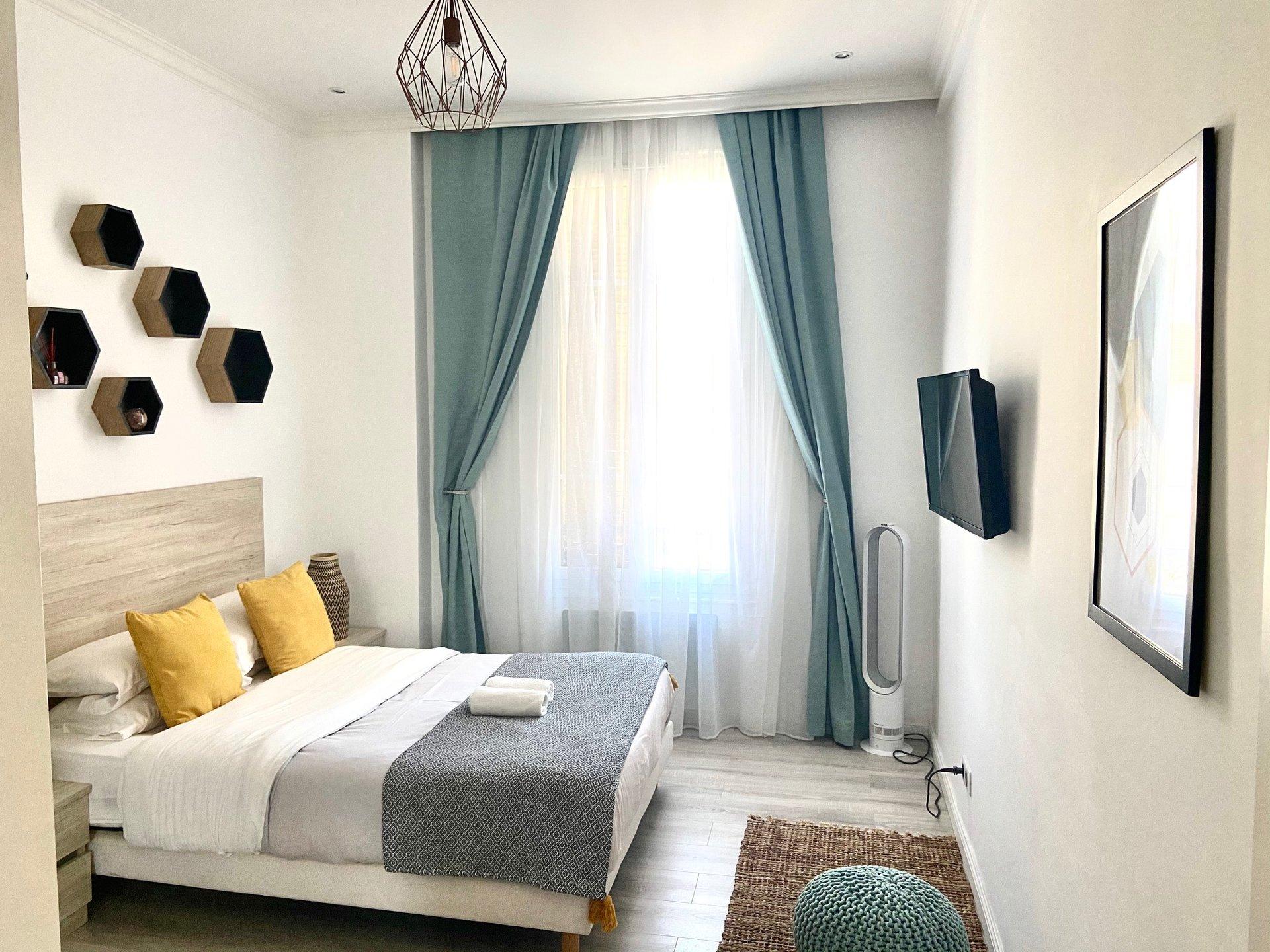 2 BEDROOMS APARTMENT PLACE GARIBALDI