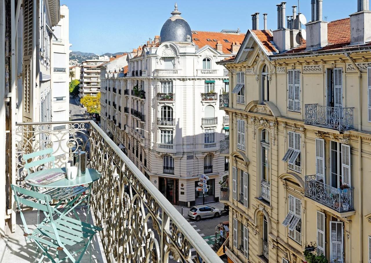 FÖRSÄLJNING Lägenhet 2 Rum 65m² Nice Musiciens Victor Hugo Balkong Högst Upp