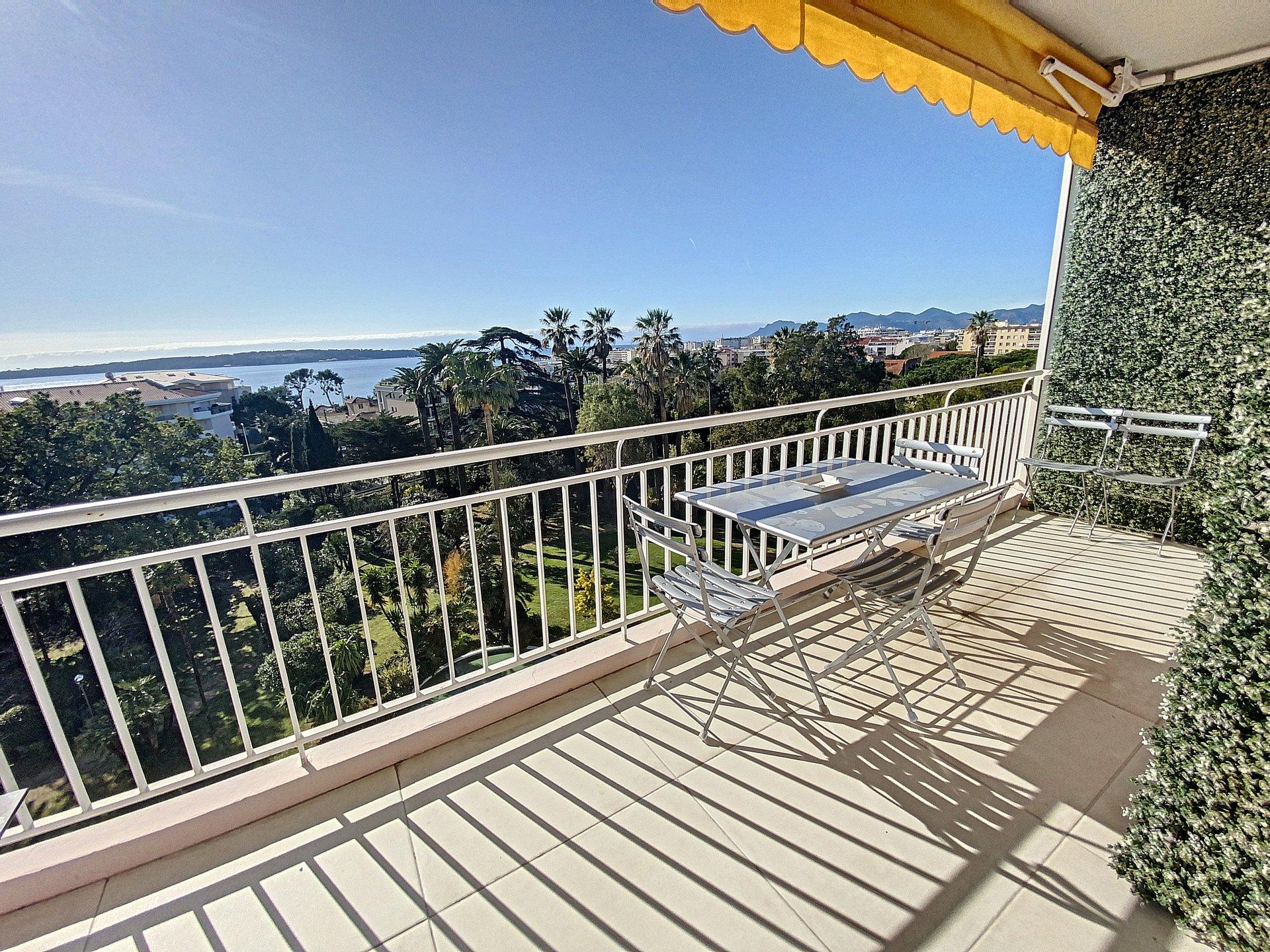 Cannes Basse Californie 3 p 86 m2 rénové vue mer