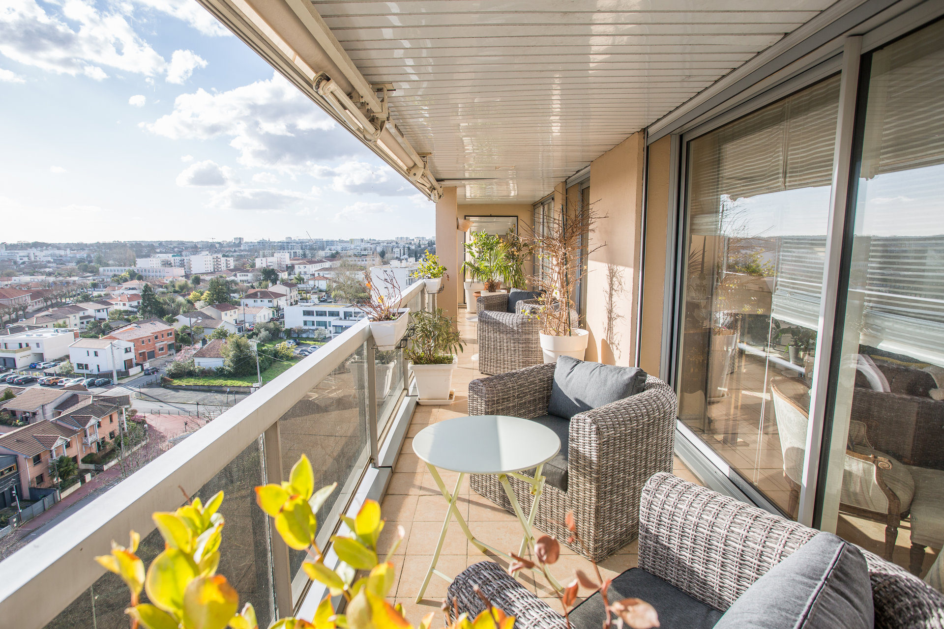 A VENDRE -APPARTEMENT -BORDEAUX  CAUDERAN-T6-TERRASSE-PARKING.
