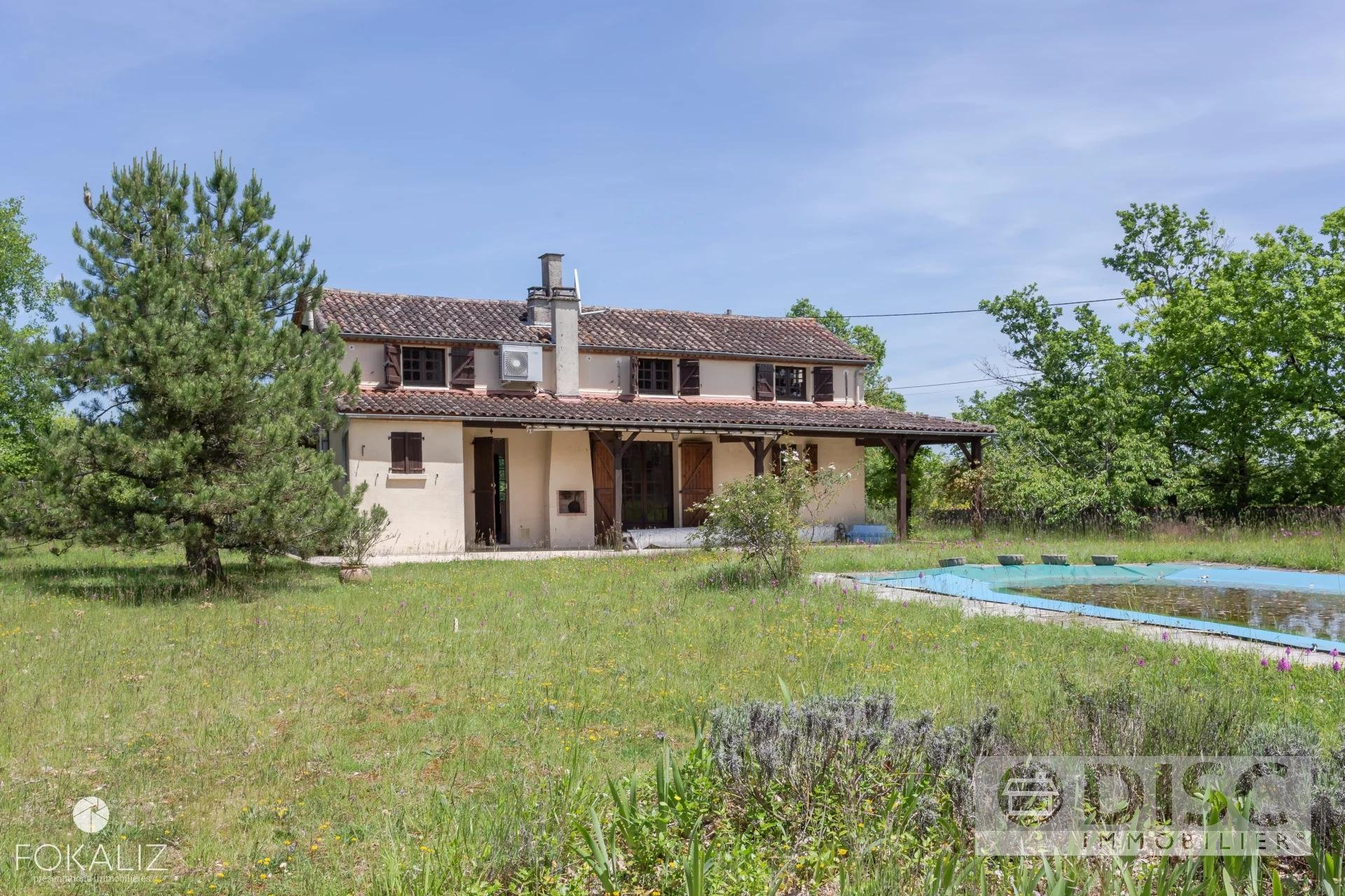 Spacious house with swimming pool and garden