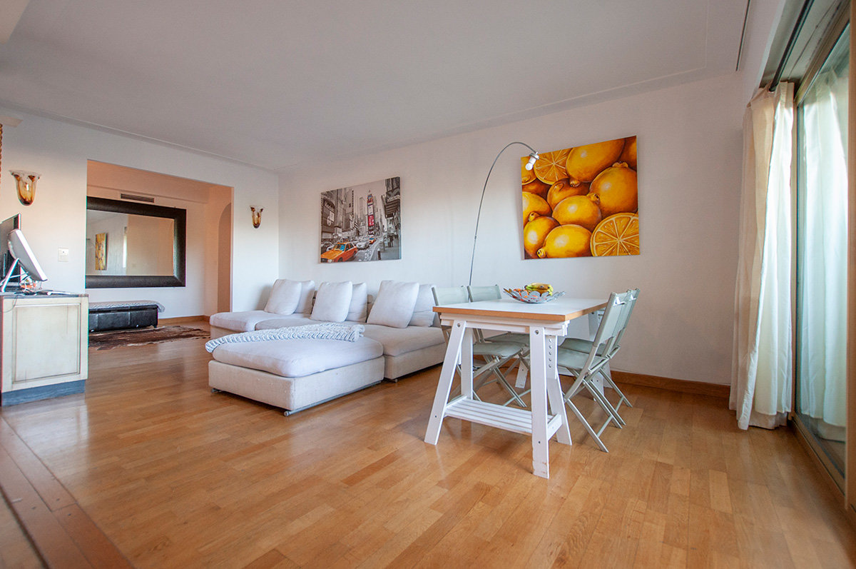 Well positioned dual aspect two bedroom apartment close to the marina and old town of Antibes
