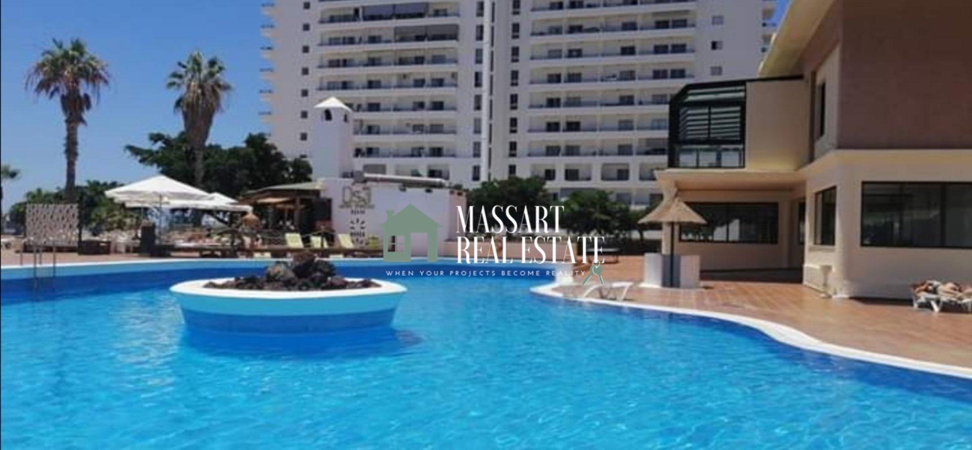 À vendre dans le quartier populaire de Playa Paraíso, dans le complexe résidentiel Club Paraíso, appartement meublé d'environ 65 m2 avec un grand potentiel.