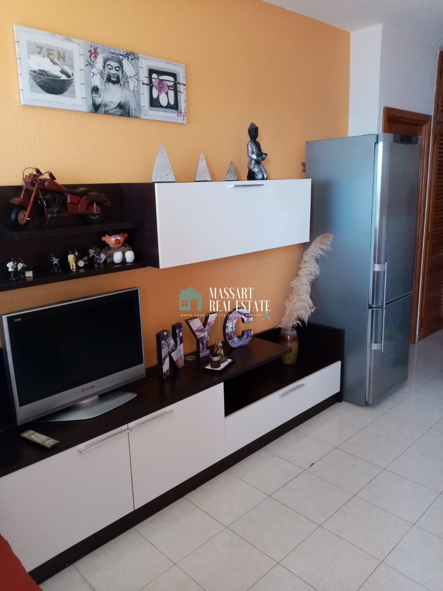 For sale in the popular area of Playa Paraíso, in the residential complex Club Paraíso, furnished apartment of about 65 m2 with great potential.