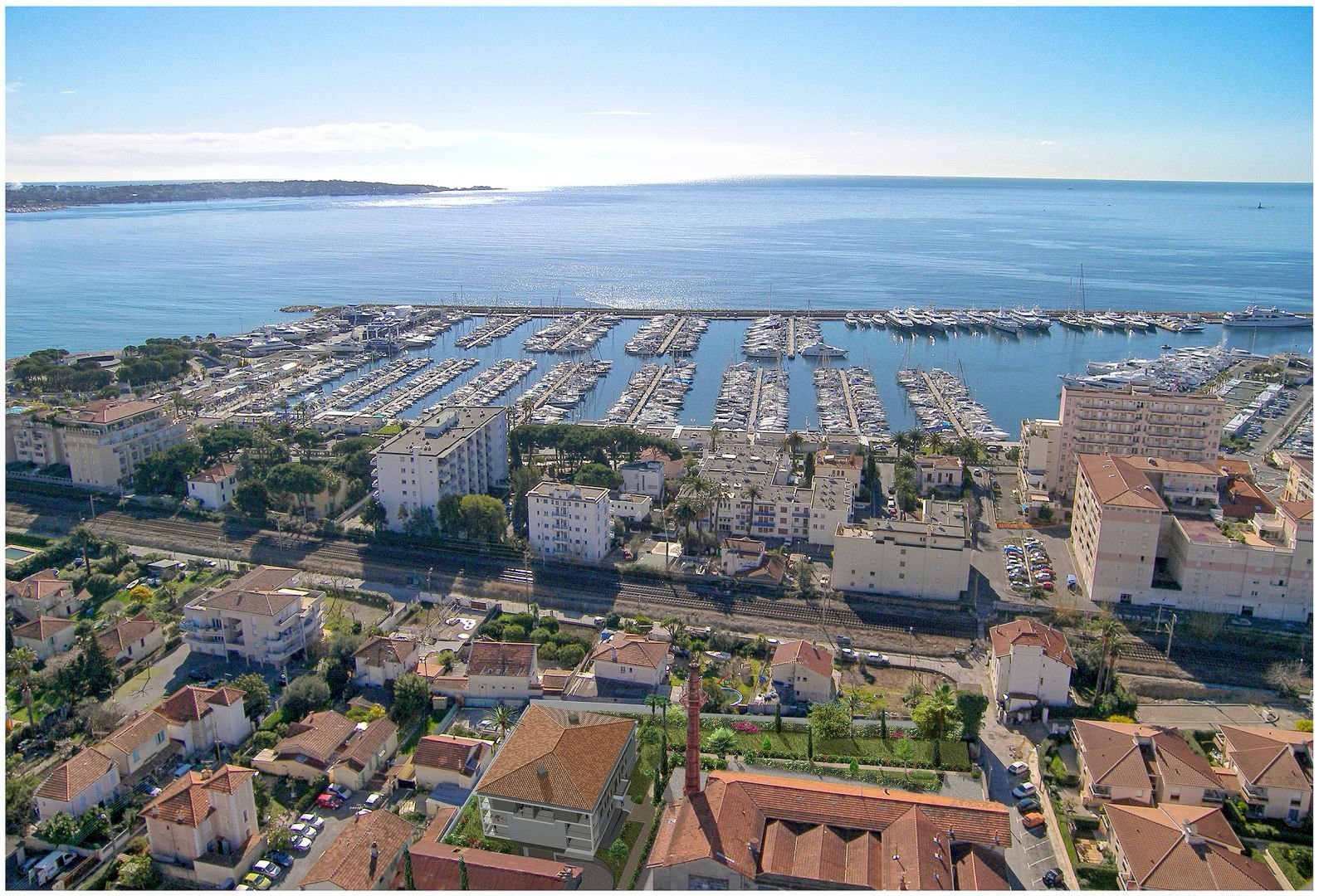 Live only 150 m from the sea in Golfe Juan