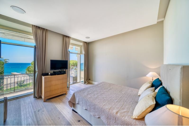 CROISETTE APARTMENT WITH SEA VIEW