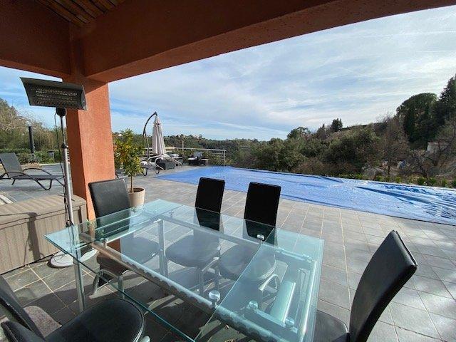 CAGNES SUR MER (06800) - Les Colettes - Villa avec piscine intérieure et extérieure