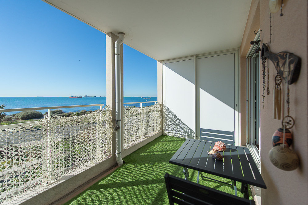 VENTE APPARTEMENT FRONT DE MER  3 PIECES PORT DE BOUC