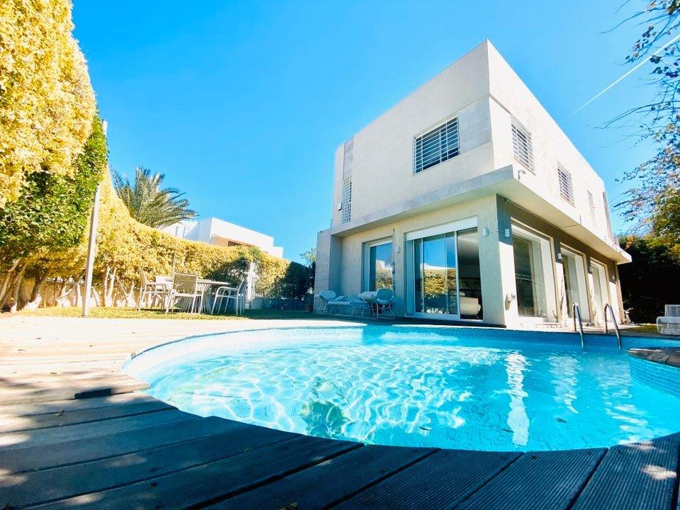 villa avec piscine au lac 1