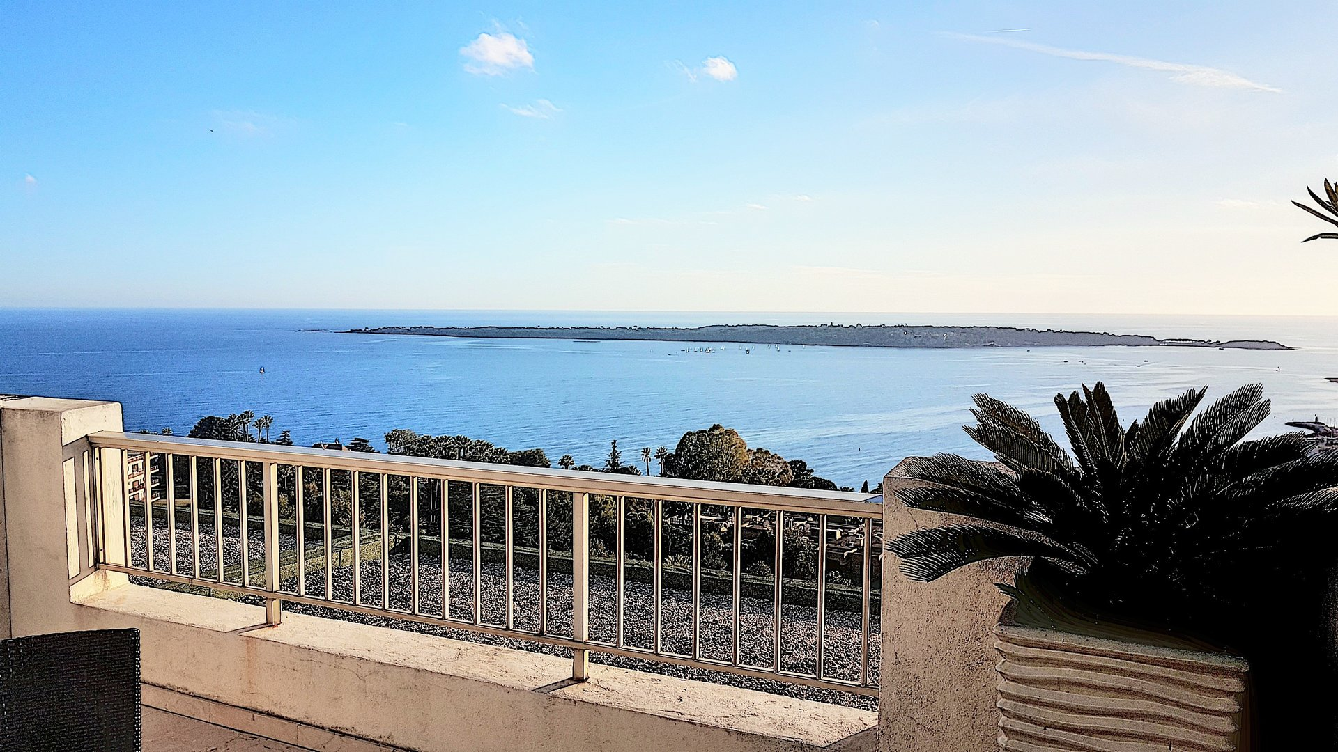 Cannes Top floor, sea view, 3 bedrooms apartment 130m² south terrace garage