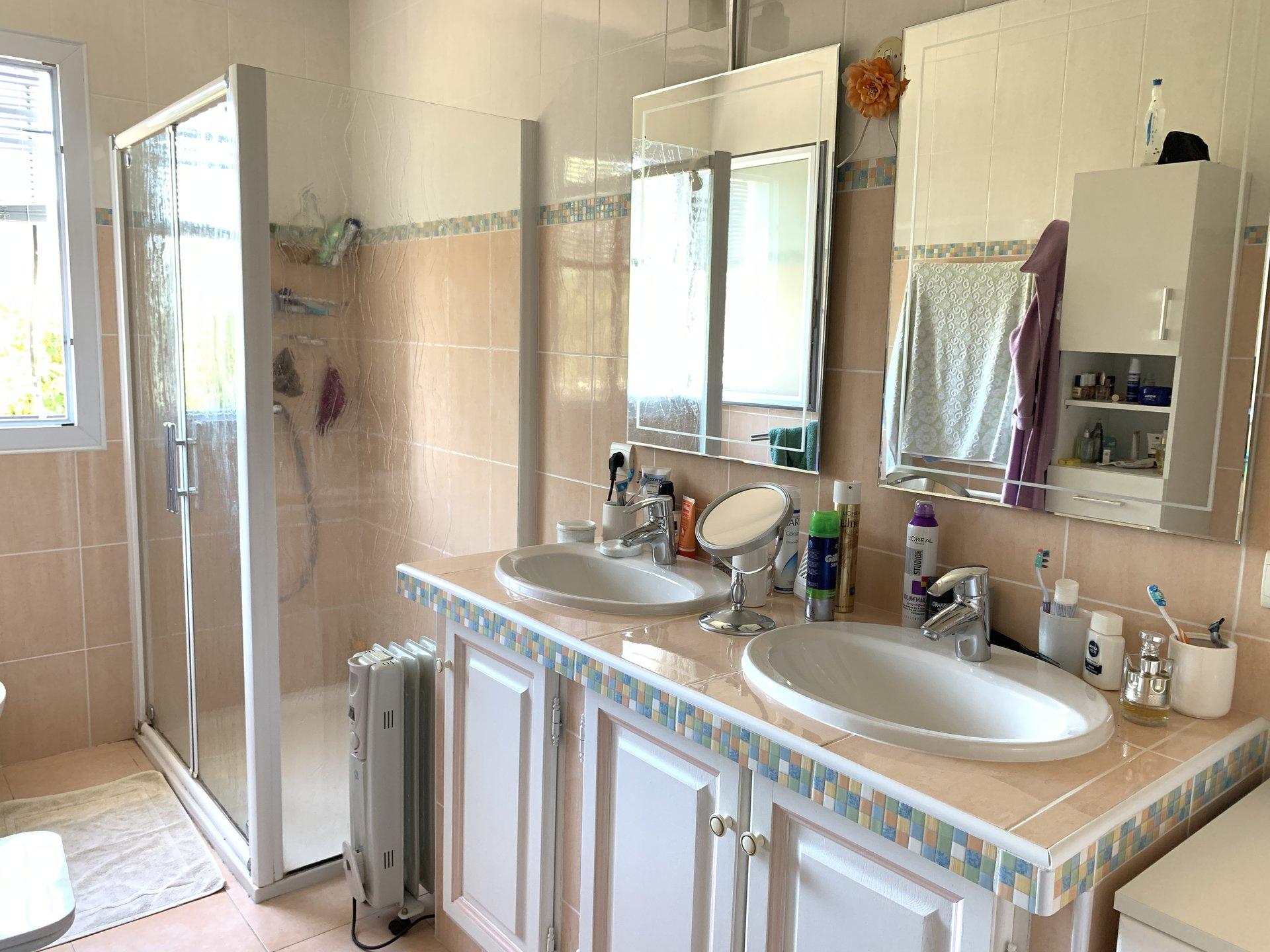 propriété de 4445m2, villa de 92m2 /garage / Plaine du Var