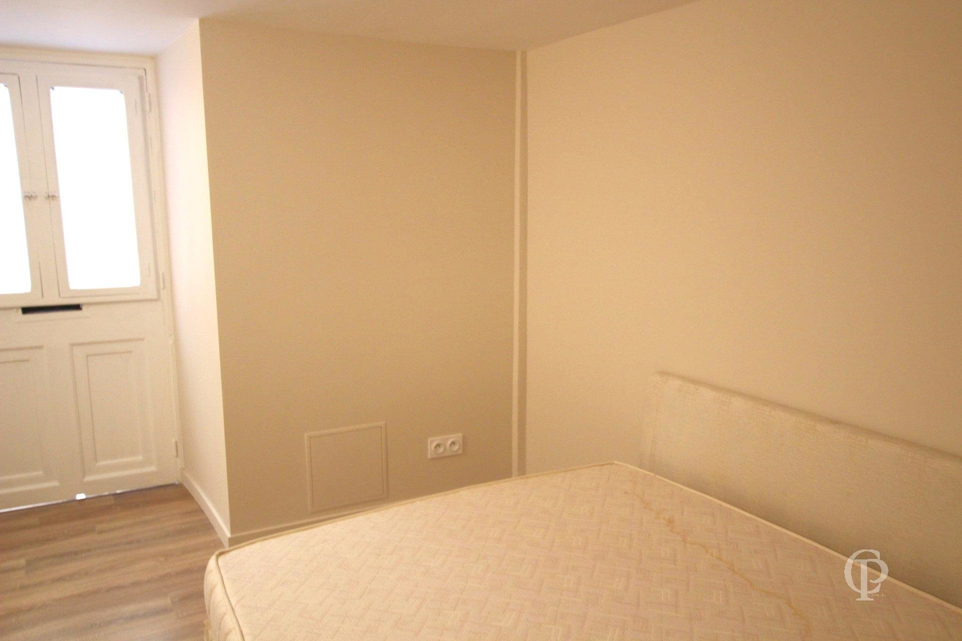 2 ROOM TOURETTES LEVENS
