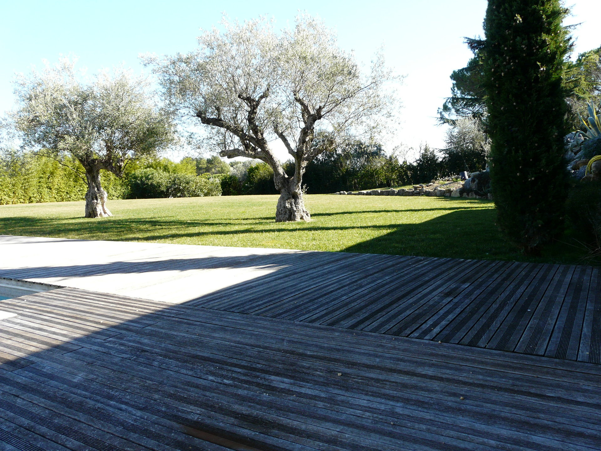 SPACIOUS VILLA IN THE PEACEFUL AREA OF CATELLARAS