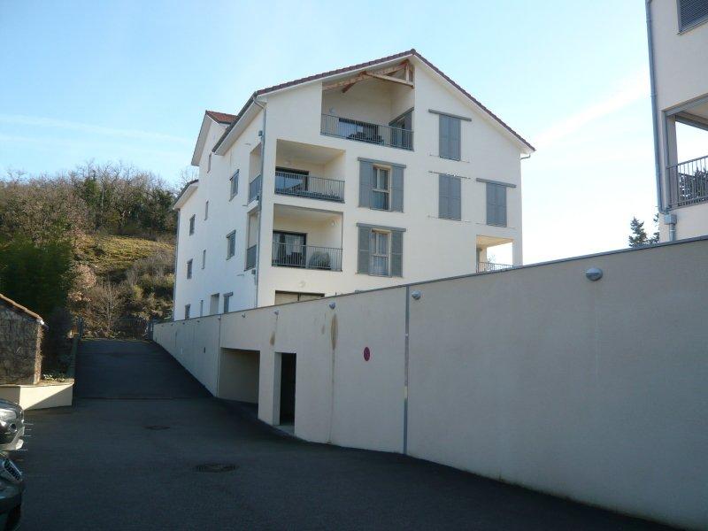 Location Parking Crémieu