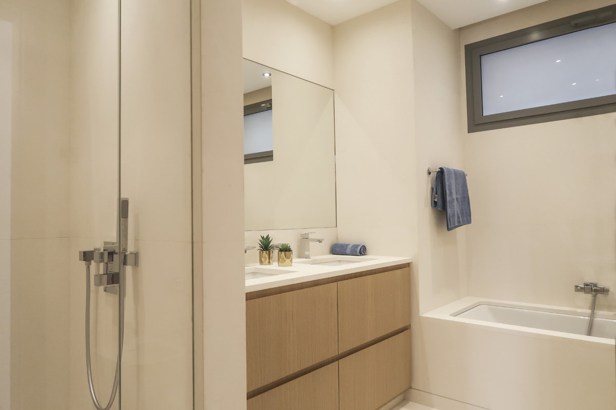 Harbour Crest - renovated 2 bedroom apartment
