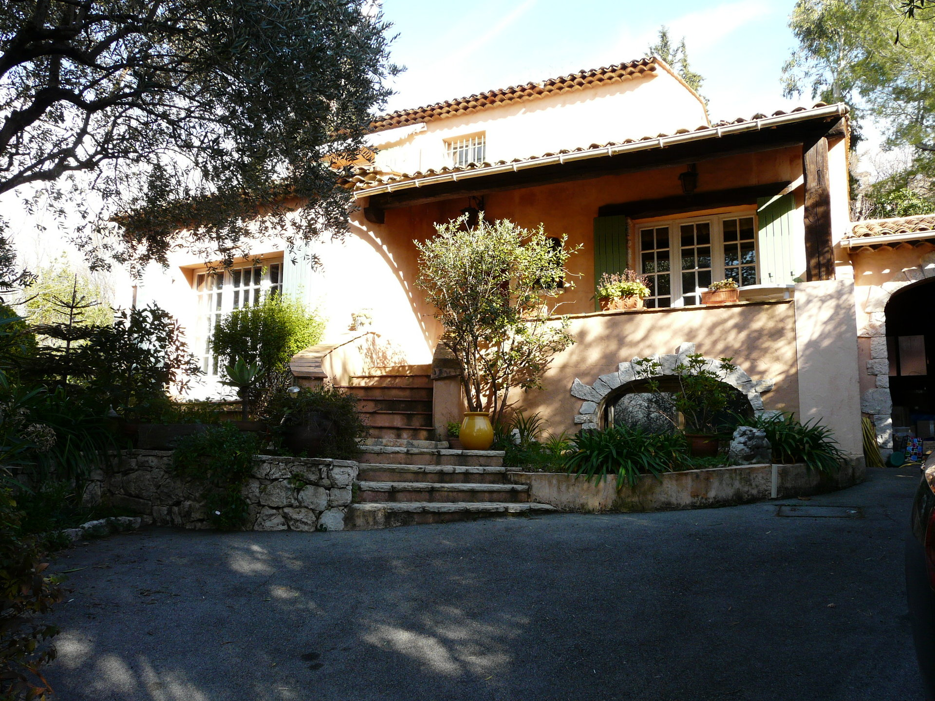 AUTHENTIC PROVENCAL VILLA WITH CHARM