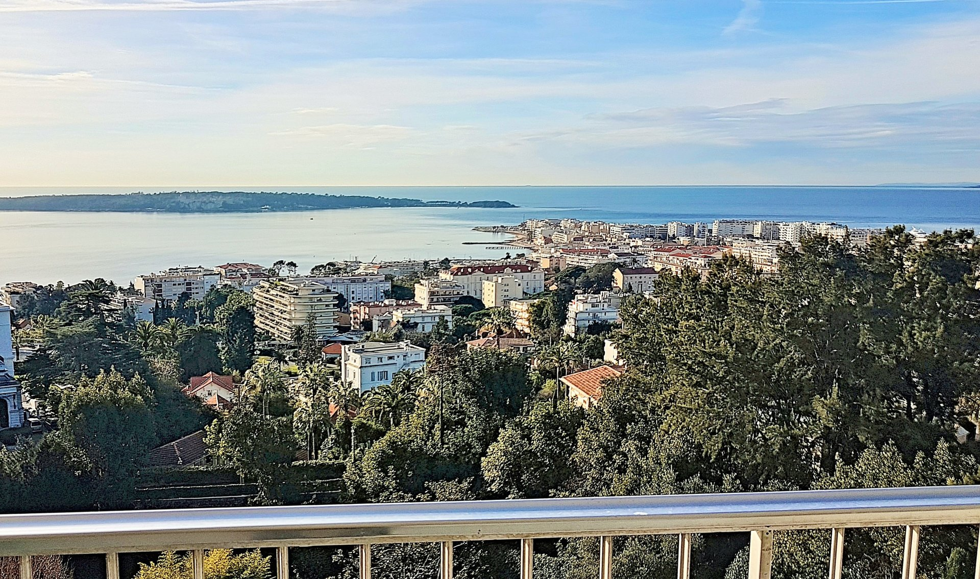 Cannes Californie Sea view apartment 3 bedroom flat 158sqm, top floor, Terrace, south, swimming pool, garage