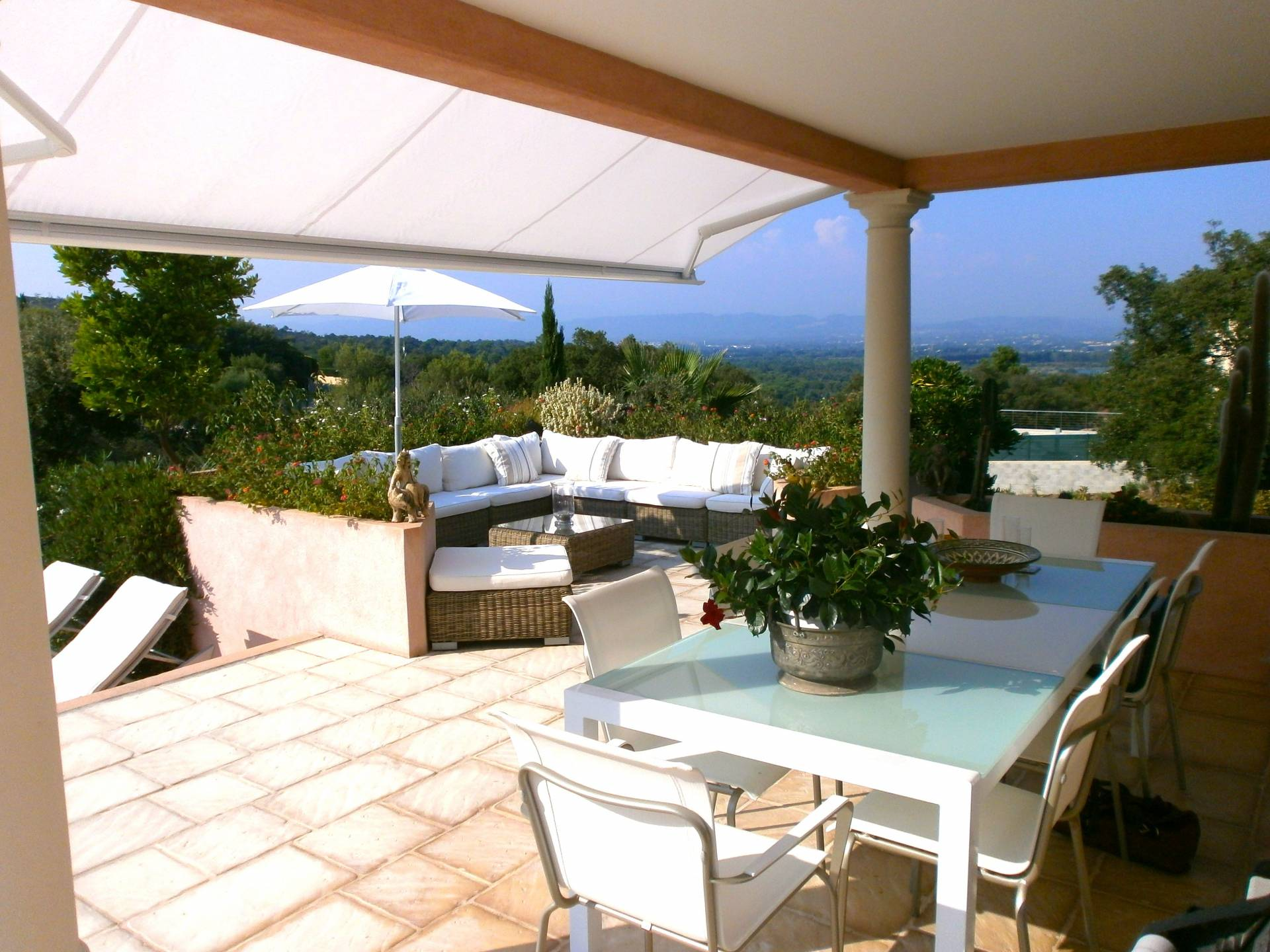 Near Les Issambres - beautifully finished and well maintained Villa