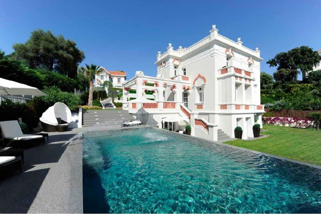 SUPERB PRIVATE MANSION - CAP D'ANTIBES