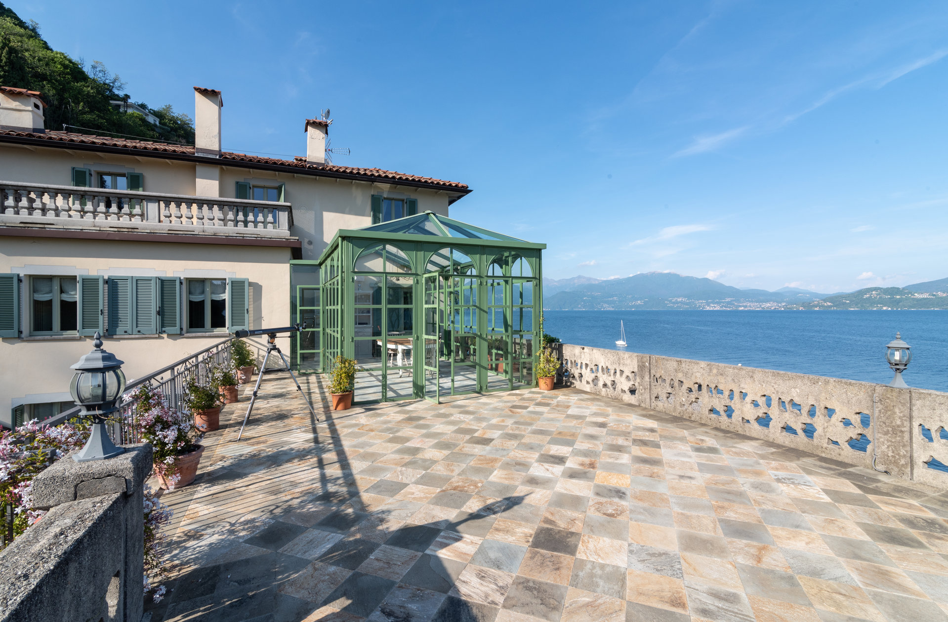 Prestigious period villa for sale in Oggebbio with dock