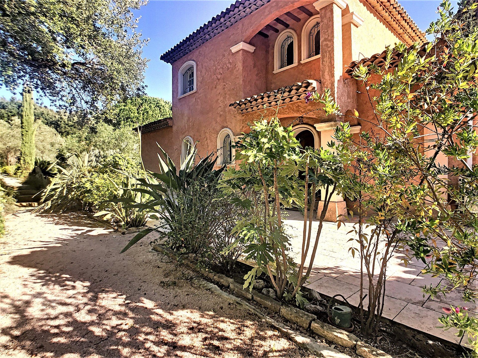 For sale provençale villa in Sainte Maxime