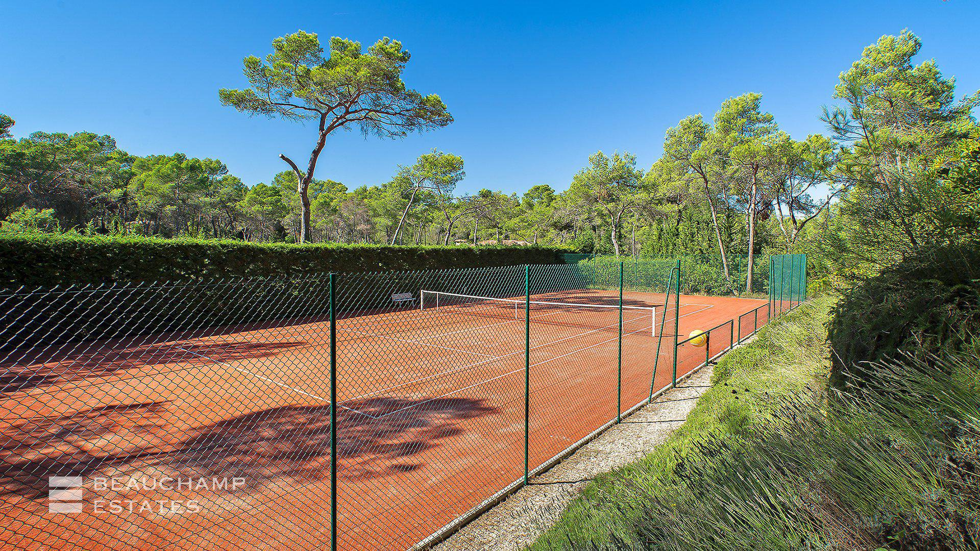 Mougins - Superb Provençal Mas with 6 bedrooms and private Tennis